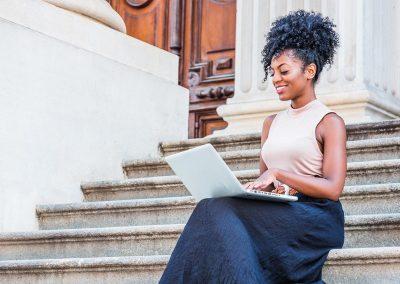 Woman workin on laptop